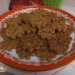 Kanom Dok Jok, Thai Flower Cookie.