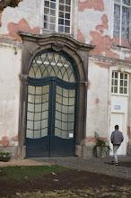 Photo: Puerta del patio del Museo del diseño de Gantes.