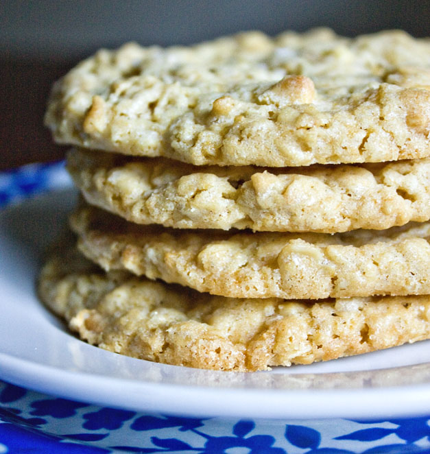 Crispy Salty Oatmeal White Chocolate Chip Cookies Recept | Yummly