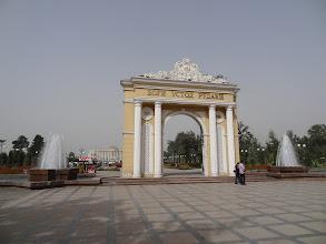 Photo: Rudaki Park postavený na počest básníkovi a zakladateli novoperské poezie.