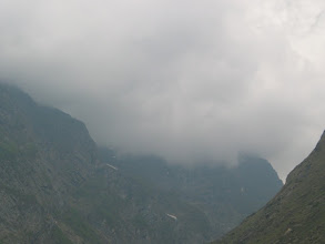 Photo: Cloudy mountains infront of Badrinath temple