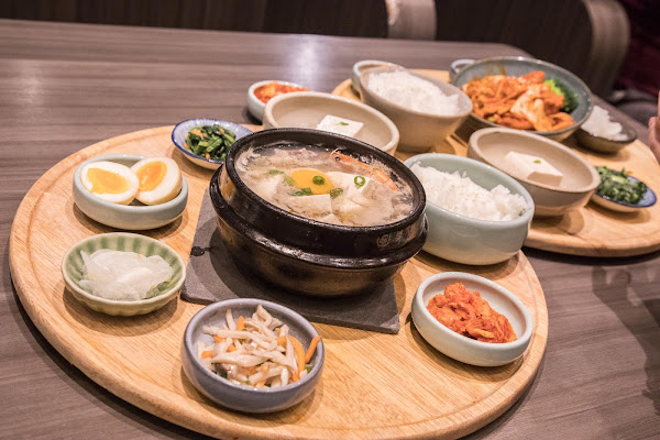 全台第一家精緻韓國定食專門店,五行概念小菜好吃又好拍,霜淇淋還無限吃到飽!韓姜熙的小廚房-微風松高店
