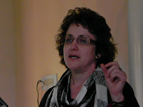 Photo: Dr. Elaine shared about stuttering and therapies in USA