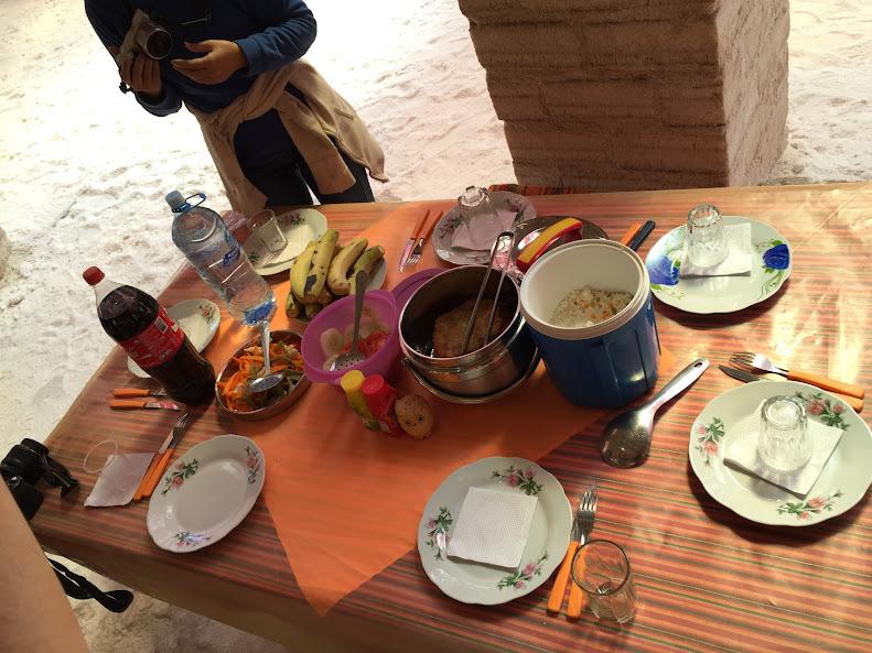 ウユニで日本人に有名な穂高ツアーでウユニ塩湖ツアー 塩のホテル