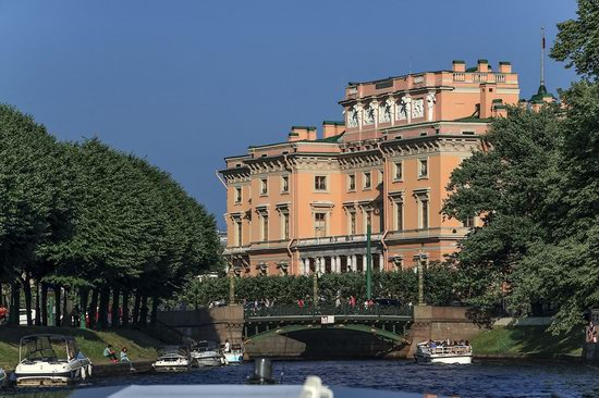 Boat trip along the canals of St. Petersburg, Russia, photo 11
