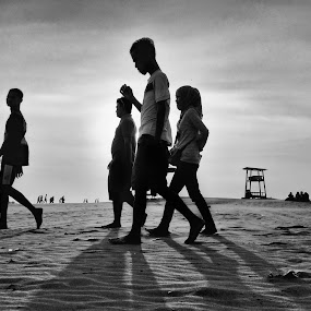 Fantastic Four by Zen Syarif Abidin - Instagram & Mobile iPhone ( black and white, street, kofipon, iphonesia, street photography,  )