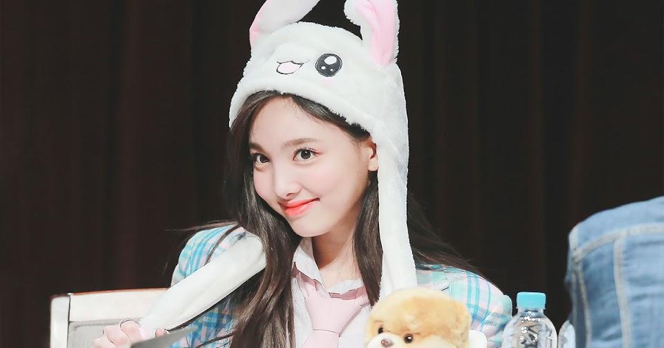 nayeon-bunny-hat