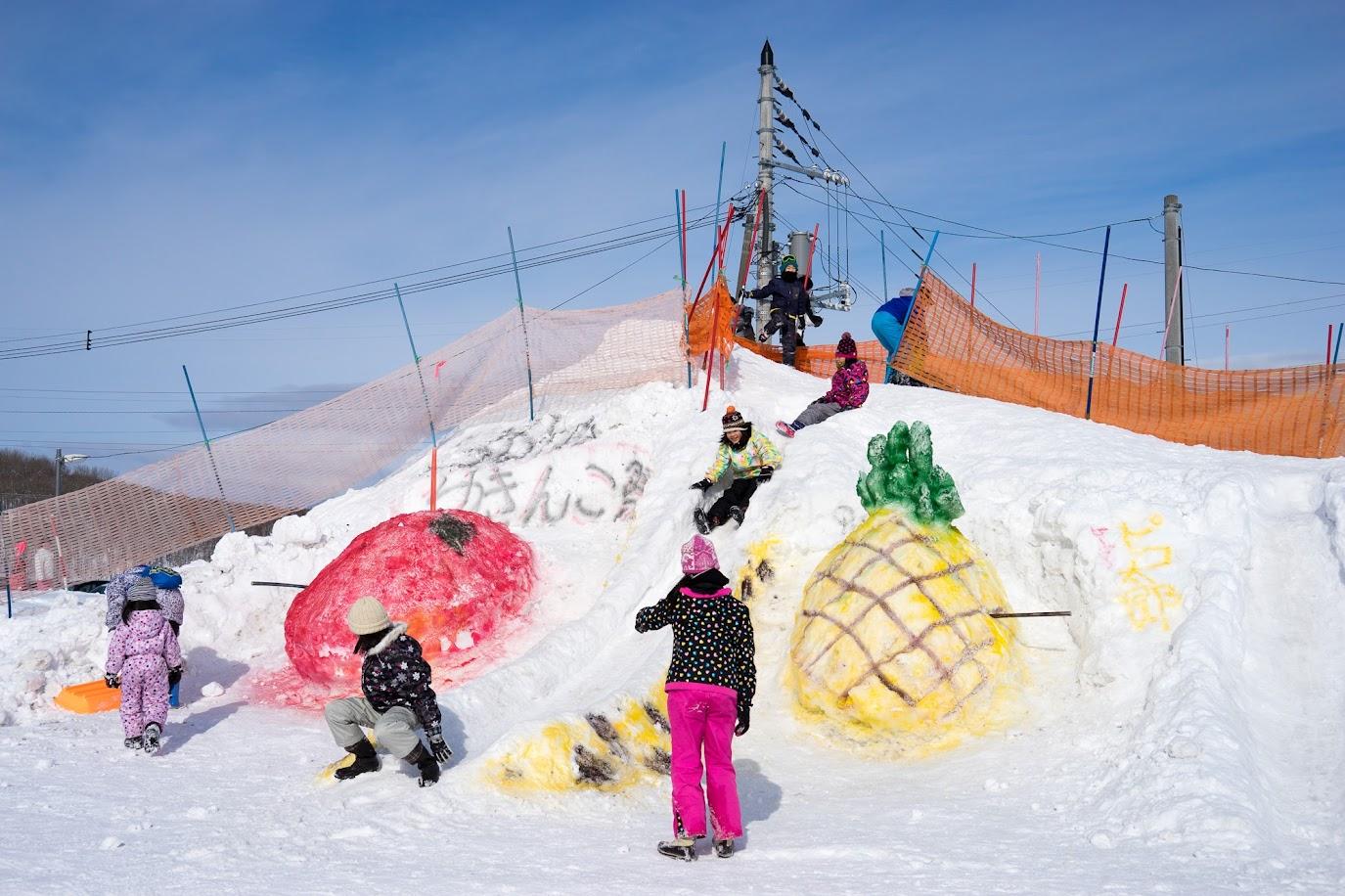 雪像は「ピコ太郎」