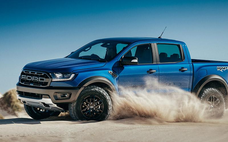 Xe có thể đi được cả trên cát sau khi được độ lốp