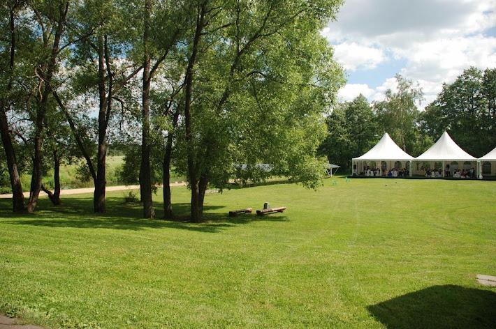 Фото №3 зала Большая поляна с банкетным шатром