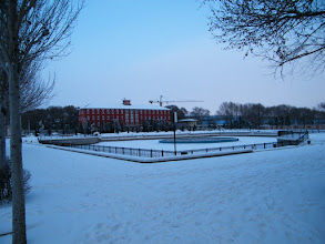 Photo: QRRS' front space near its secondary office. 中国北车齐车公司左侧劳动湖雪中即景。