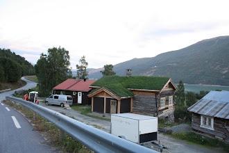 Photo: В Новрегии крыши часто кроют травой. На этой крыше необычно зеленая трава, обычно она желтая и пожухлая.