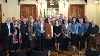 La consejera con delegados provinciales y perceptores de las ayudas