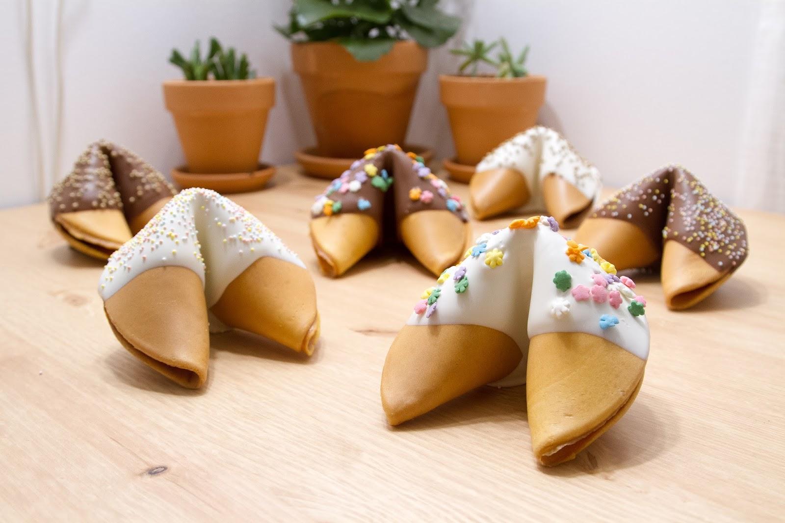 custom-giant-chocolate-dipped-fortune-cookie-display.jpg