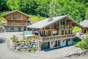CHARMING CHALET WITH HOT TUB IN MORZINE in morzine