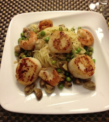 Seared Scallops & Shrimp Over Angel Hair Pasta Recipe