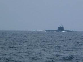 Photo: 潜水艦が近くを航行中! ・・・先週、切れてしまったアンカー、海底から取ってきてくれんかなー?