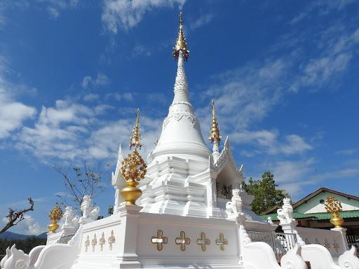Wat Phrathat Chom Mon