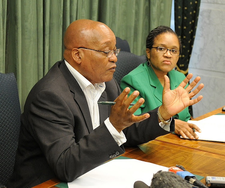 Jacob Zuma talks during a meeting with the Elders at Gallagher Estates in Midrand, with him is Lakela Kaunda.