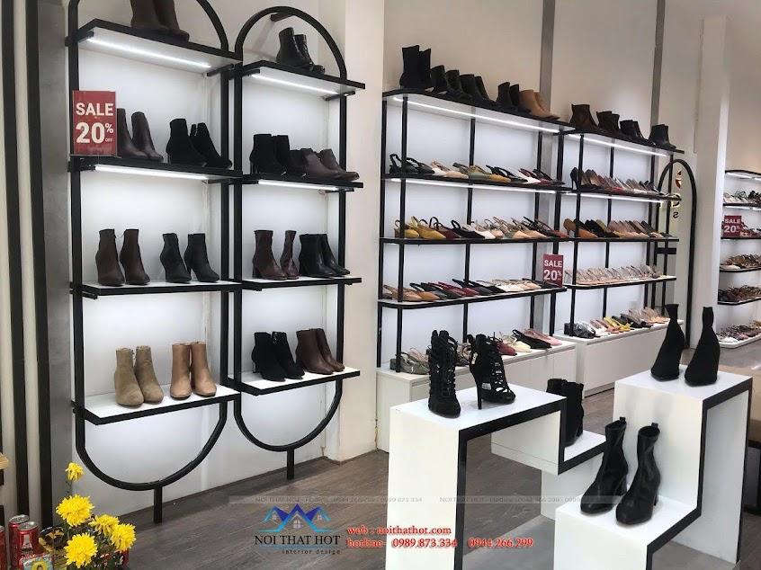 kệ giày cửa hàng