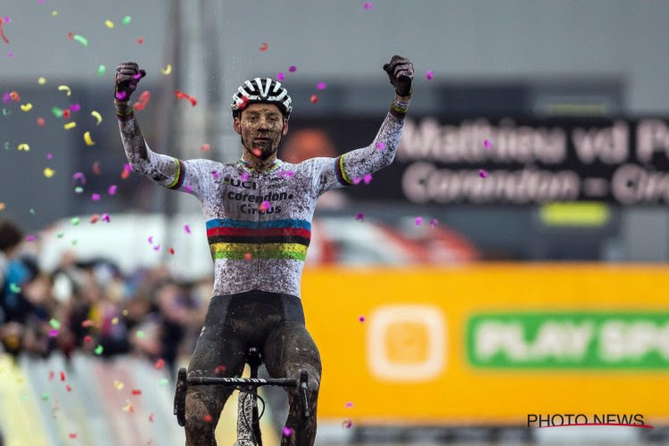Mathieu Van der Poel is zoals vanouds oppermachtig en wint in Ruddervoorde