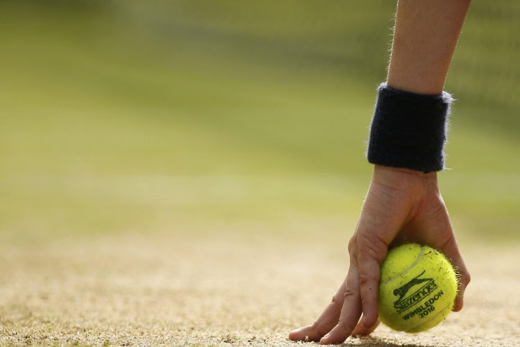 13-jarige tennisster maakt indruk op oefentoernooi en haalt het met duidelijke cijfers van de nummer 54 van de wereld