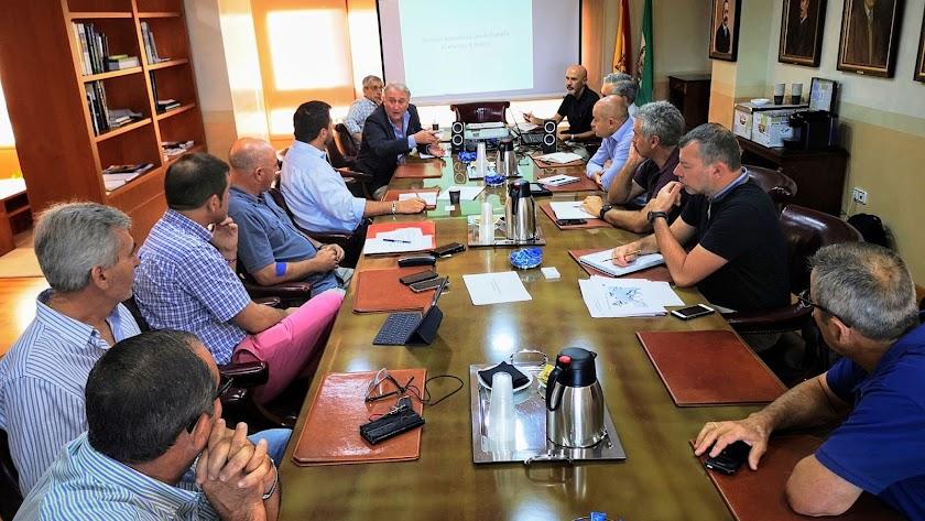Encuentro mantenido ayer en el Puerto con empresas hortofrutícolas interesadas en el transporte marítimo.