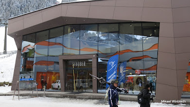 Photo: Skiduthyrare och sportaffär.