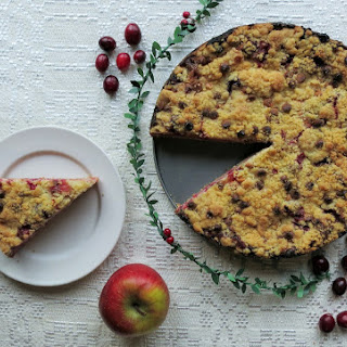 APPLE AND CRANBERRY CRUMBLE PIE