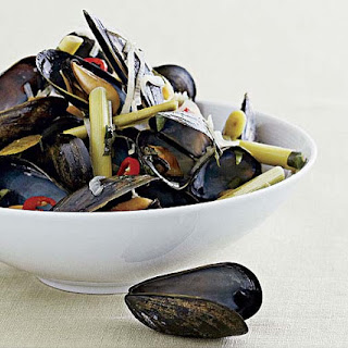 Spicy Steamed Mussels with Lemongrass, Chile, and Basil