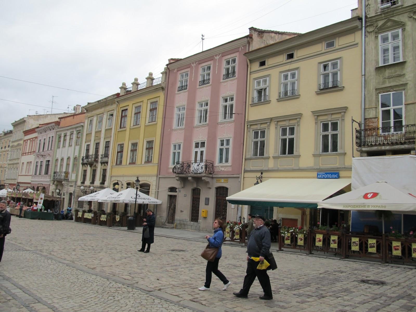 Площа Ринок у Львові, яка дуже нагадує польську