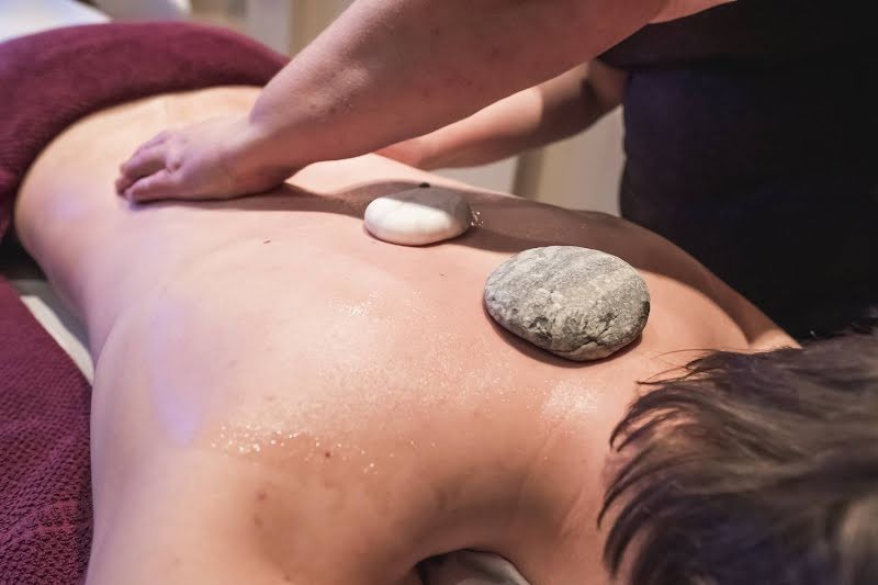 Cold & hotstone massage