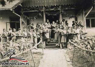 Photo: Łoszniów 1930 r. W kolejce po obiad...(Dar Zofii Pietraszko-Koch, Bielsko-Biała 1987 r.).