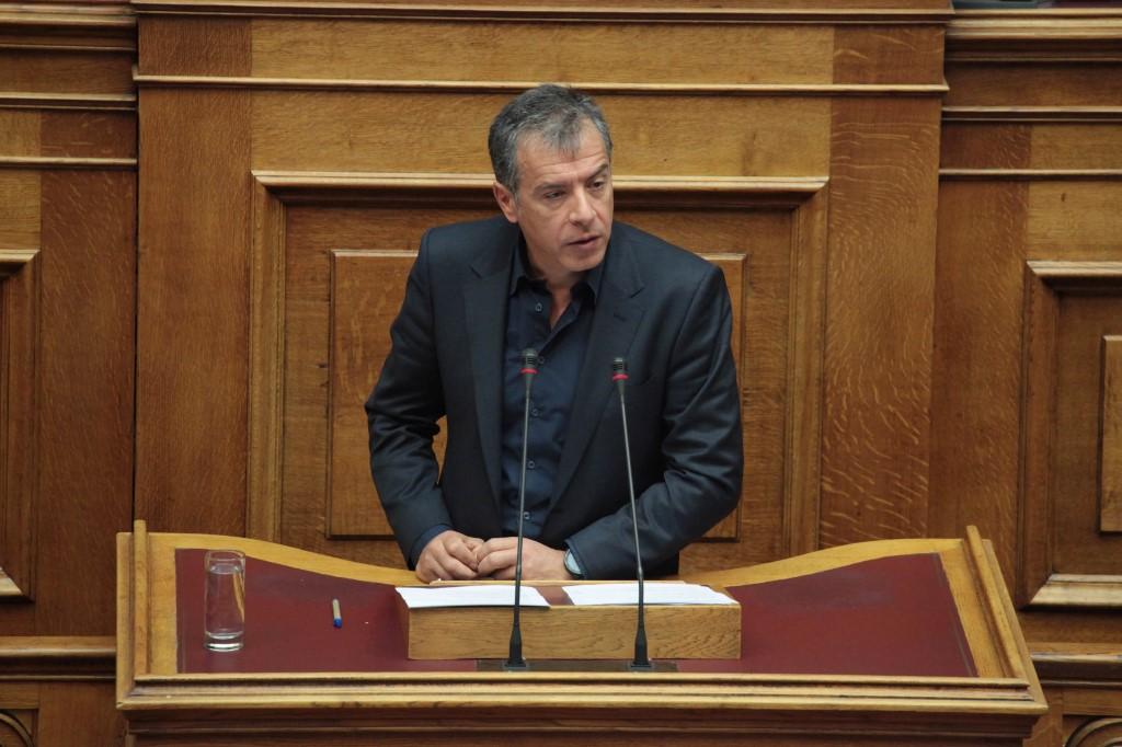 Θεοδωράκης: Τα κυβερνητικά στελέχη να μετρούν τα λόγια τους