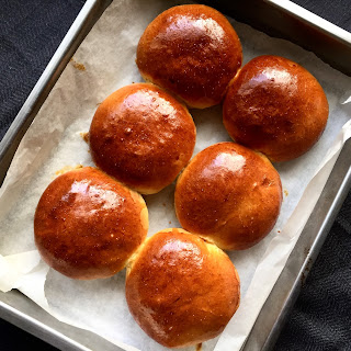 Delicious Golden Brioche Buns Recipe