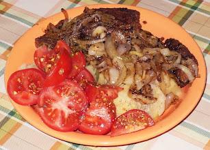 Photo: Wątróbka z cebulą, ziemniaki, pomidory