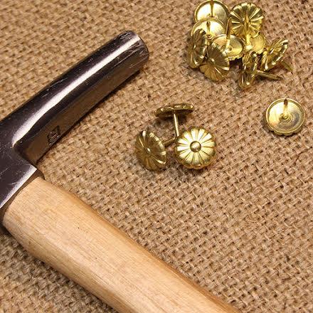 Möbelspik Blomma - guld
