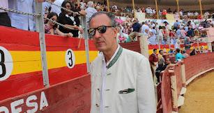 Jaime de Marichalar en la Plaza de Toros de Almería posando para los lectores de La Voz.