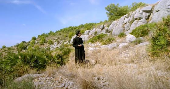 Paco, el cura de Almería que se quedó sin boda por no haber tren