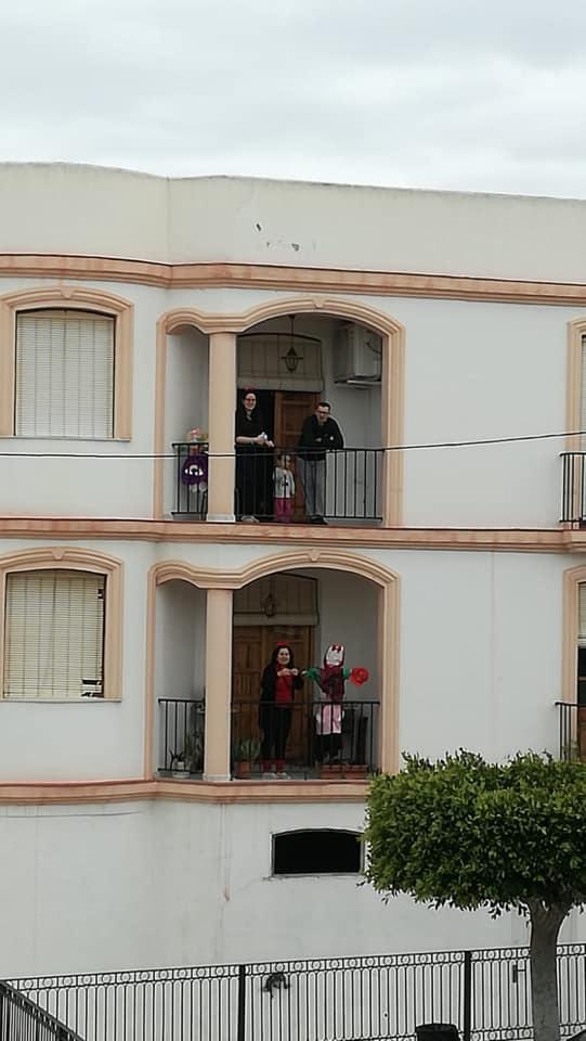 Uno de los balcones con \'la Vieja\' en Antas.