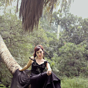 under the tree  by Dody Isnanto - People Fashion