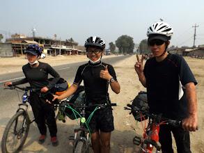 Photo: Die ersten Reiseradler*innen seit Wochen: Miori, Kenta & Takuya aus Japan