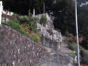 墓地の脇から登山開始