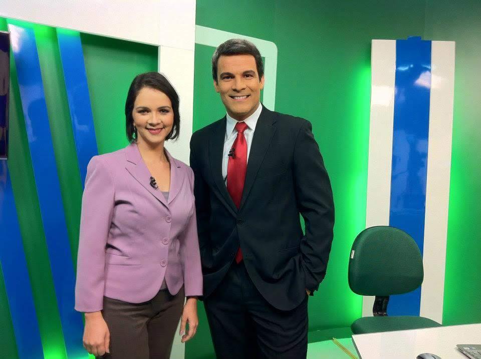 Isly Viana e Flávio Barra apresentando o Cotidiano na TV Tribuna