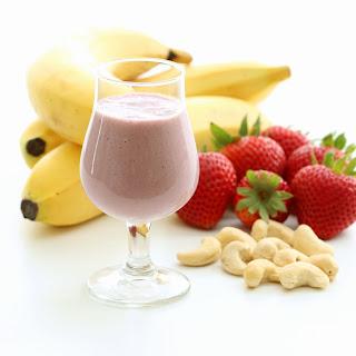 Strawberry Cheesecake Vegan Smoothie (Gluten-free, Plant-based)