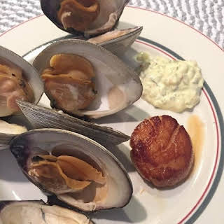 Pressure Cooker Steamed Clams with Tartar Sauce.