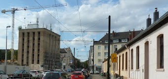 Straße mit «Hochbunker».