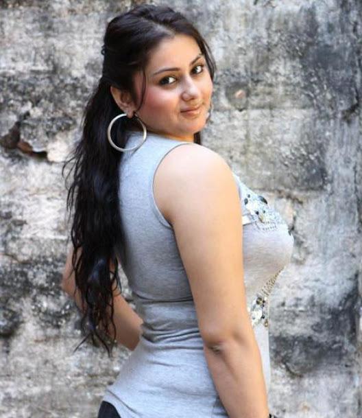 Namitha Kapoor sexy back, Namitha Kapoor hot pic