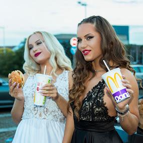 by Miloš Mirković - People Fashion ( beautiful, lunch, white, contrast, black, model, mcdonalds, girls, portrait, hamburger, posing )