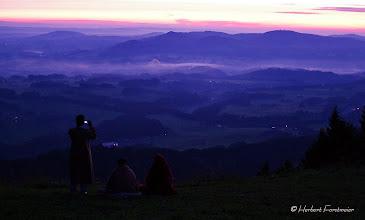 Photo: Muslime warten auf den Sonnenaufgang